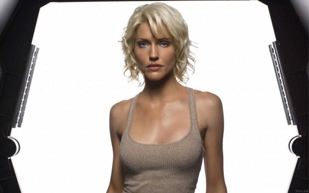 Tricia-Helfer-Battlestar-Galactica-Widescreen-Wallpaper-2