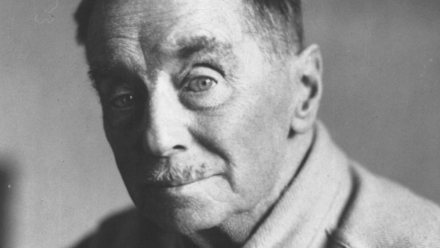 1944: H G Wells (Herbert George Wells, 1866 - 1946) writer of 'scientific romances' such as 'War of the Worlds' and 'The Time Machine'. (Photo by Keystone/Getty Images)
