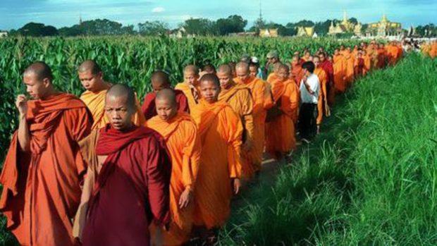 141230144933_religion_buddhists_464x261_bbc_nocredit