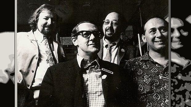 Michael Moorcock, Brian Aldiss, Mike Mustow ve J. G. Ballard, 1968 Brighton Sanat Festivali'nde