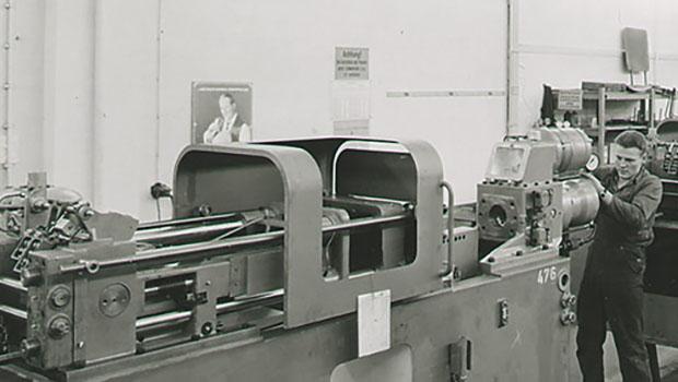 İlk dönem enjeksiyon makineleri
